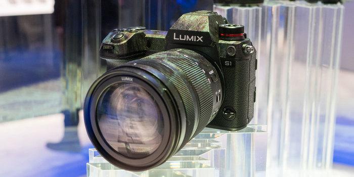 Získejte bateriový grip a 128 GB CFExpress kartu k fotoaparátům Panasonic S1 a S1R