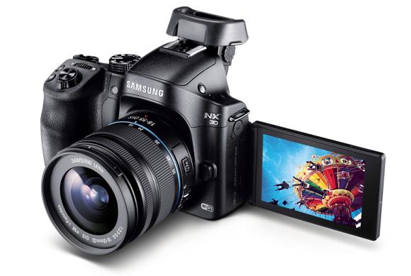 Představen Samsung NX30 a dva nové objektivy 16-50mm