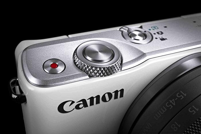 Canon představil EOS M10, objektiv EF-M 15-45 mm a dva výkonné kompakty G5 X a G9 X