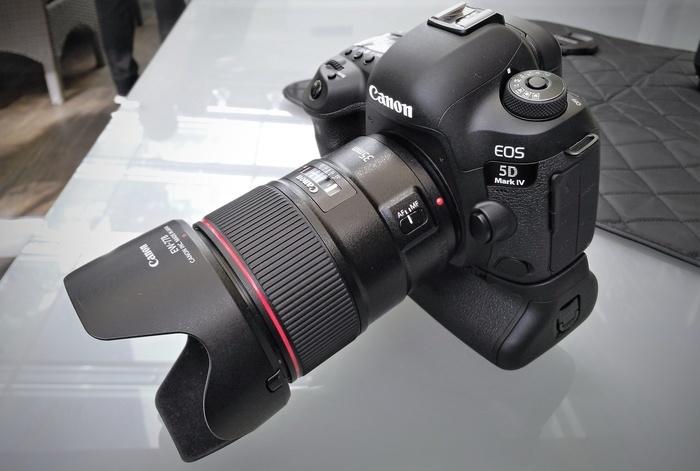 Kupte Canon EOS 5D Mark IV a získáte Canon EF 50mm f/1,4 USM jako dárek