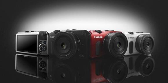 Fotoaparát Canon EOS M nyní o 6 500 Kč levnější