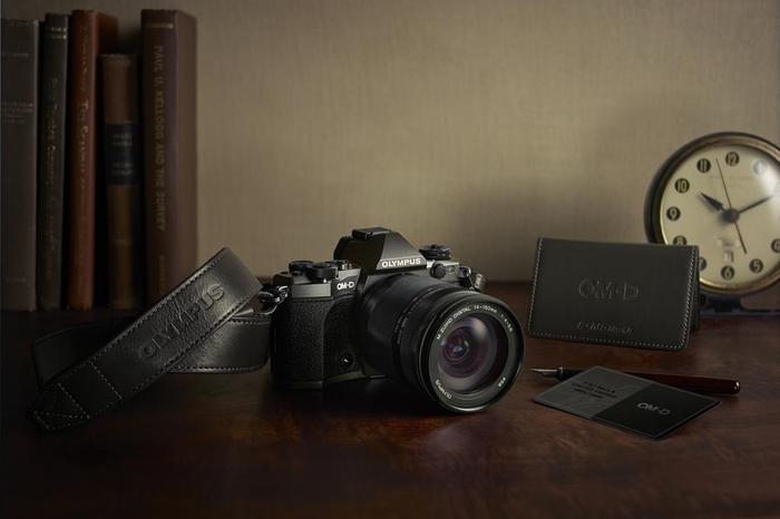 Limitovaná edice Olympus OM-D E-M5 Mark II a dva nové širokoúhlé objektivy