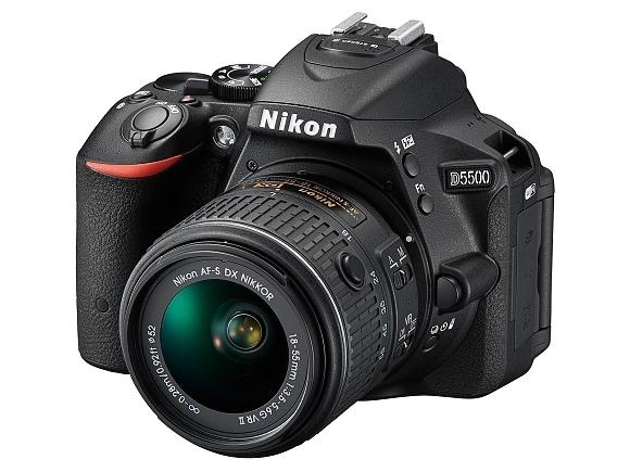 Nikon představil D5500 a dva objektivy. Vše menší a lehčí