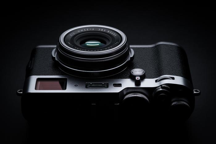 Špičkový kompakt  Fuji X100F je už skladem