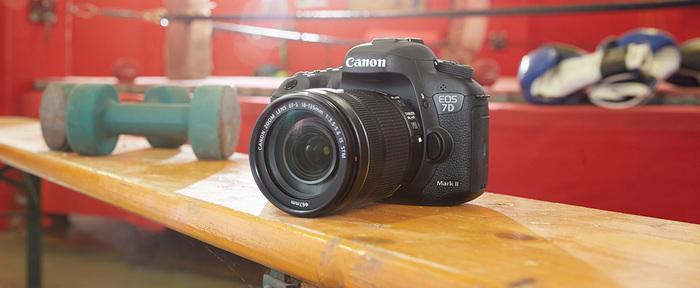 Hledáte ideální fotoaparát na sport a reportáž? Canon EOS 7D Mark II teď koupíte s objektivem 50mm f/1,8 jako dárek