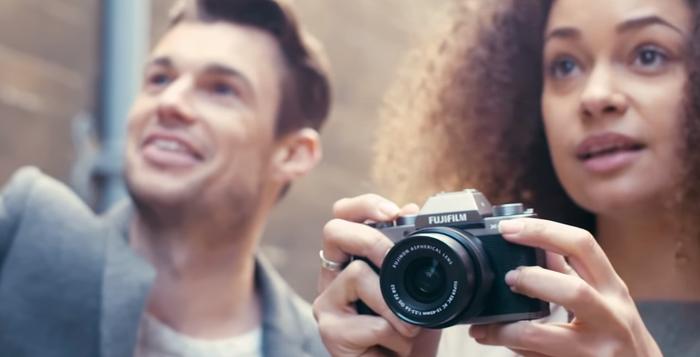Fujifilm představil model X-T100 - výkonnou bezzrcadlovku za dostupnou cenu