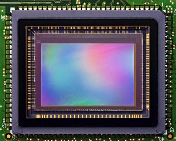 Canon patrně pracuje na snímači typu Foveon