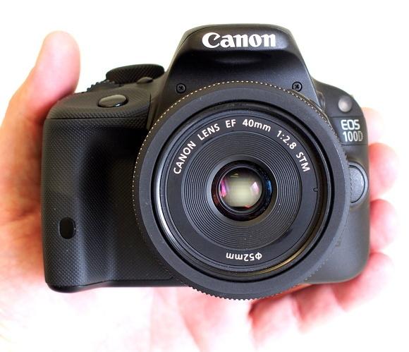 Canon EOS 100D bude na skladě už zítra