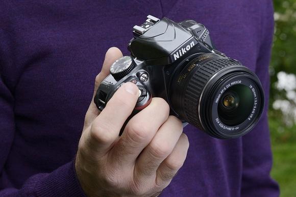 Nikon D3300, dva objektivy a devět kompaktů