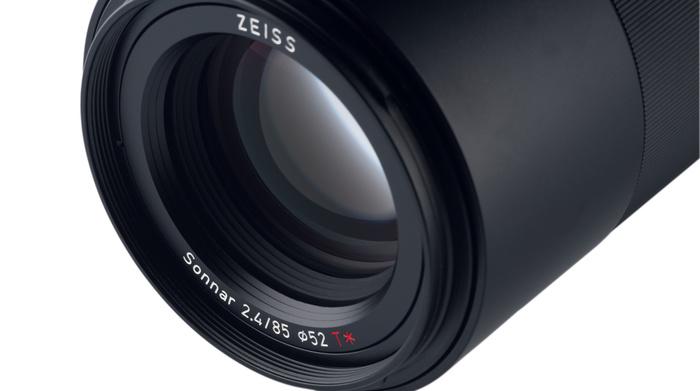 Zeiss Loxia T* 85mm f/2,4 skladem