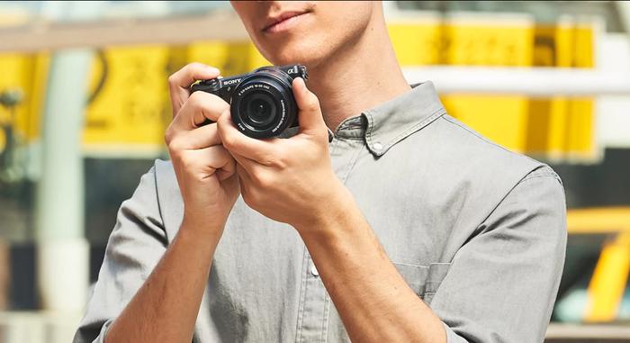 Zlevňujeme fotoaparáty a objektivy Sony až o 15 000 Kč!