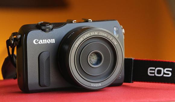 Nový firmware pro Canon EOS M  je ke stažení zdarma