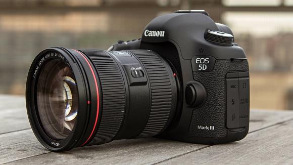 Nový firmware pro Canon EOS 5D Mark III je volně ke stažení