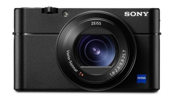 Výkonný a  rychlý kompakt Sony RX100 V je už v prodeji