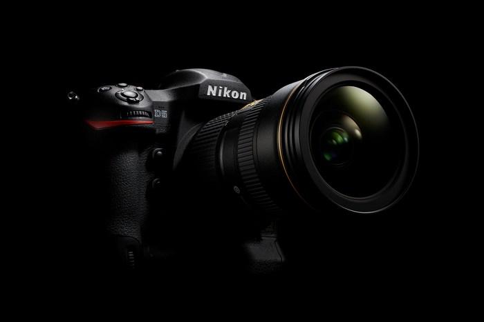 Profi zrcadlovka Nikon D5 za výprodejovou cenu