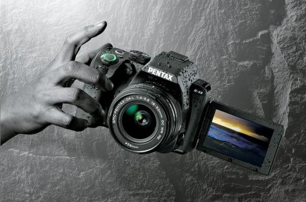 Pentax uvedl zrcadlovku K-S2 a tři nové objektivy
