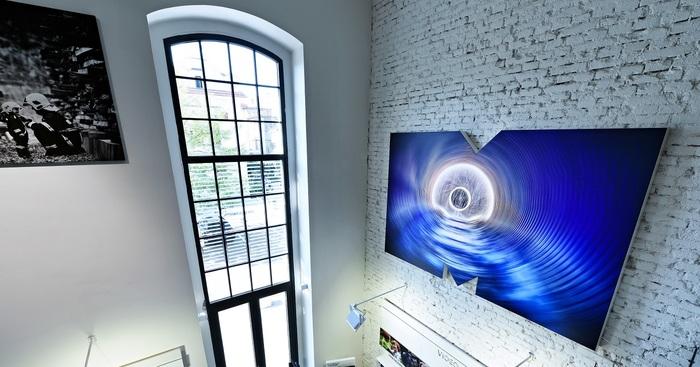 Grafické tablety a špičkové monitory aneb S čím pracují naši grafici