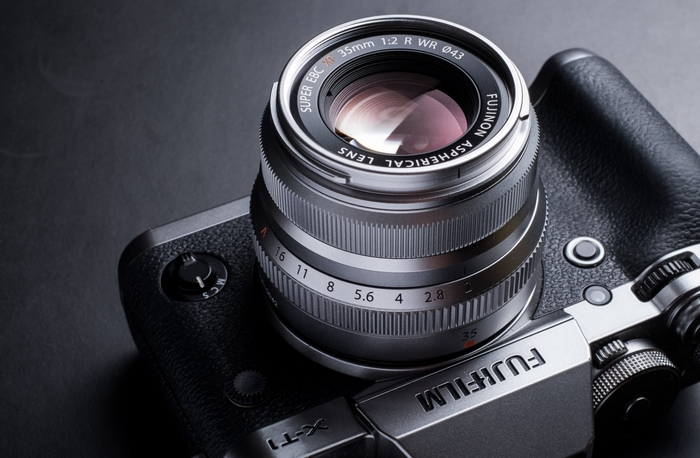 FUJINON XF 35 mm F2 R WR je špičkový základní objektiv pro bezzrcadlovky Fuji