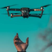 Nově vám pojistíme dron i mobilní telefon