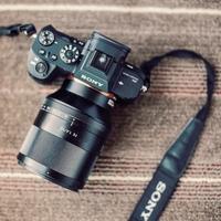 Špičkový objektiv Sony FE 50mm f/1,4 ZA Planar už máme skladem