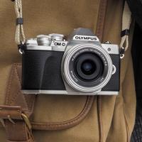 Kupte si Olympus E-M10 III a získáte slevu 50 % na objektiv M.Zuiko 25mm F1.8