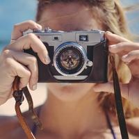 10 praktických drobností, které vám na letní dovolenou nesmí chybět