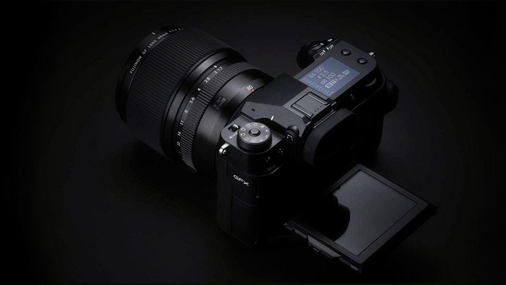 Fujifilm představuje střední formát GFX 100S, bezzrcadlovku Fujifilm X-E4 a tři nové objekitvy