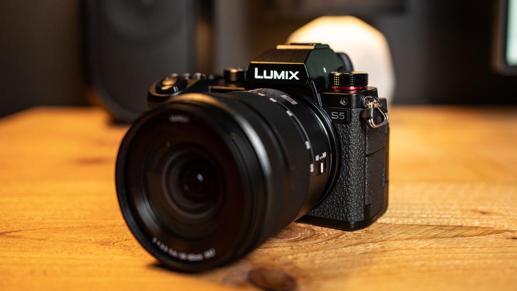 Panasonic představuje novou vyváženou foto a video full-frame bezzrcadlovku, Lumix S5