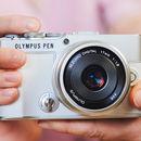 Představujeme nový Olympus PEN E-P7 - Malý, lehký a snadno ovladatelný a také univerzální profi objektiv M.Zuiko Digital ED 8-25 mm f/4 PRO