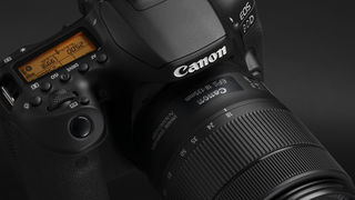 Nová zrcadlovka Canon EOS 90D a bezzrcadlovka Canon EOS M6 Mark II právě představeny, spolu s dvěma objektivy