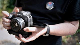 Do fotografických vod vyplouvá nová vlajková loď Canon EOS R3