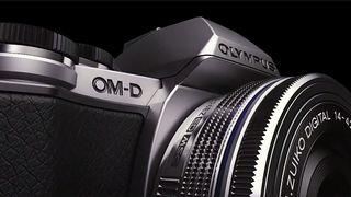 Olympus E-M10 je už v prodeji