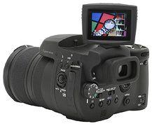 Sony DSC-R1 a Canon Ixus Wireless skladem