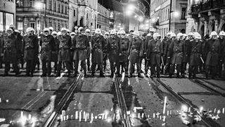 Pamatuji si, že jsem se bál hlavně o ty fotky, říká Jan Šibík v rozhovoru o záběrech zachycujících pád komunismu ve východní Evropě