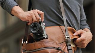 Je APS-C snímačům konec? Sony představuje nový full-frame model A7C, který je stejně malý, jako řada A6XXX