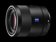 Sony FE 55mm f/1,8 je stejně dobrý, jako 3,4x dražší Zeiss Otus 55mm f/1,4