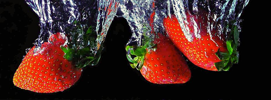 Ovoce ve vodě s externími blesky