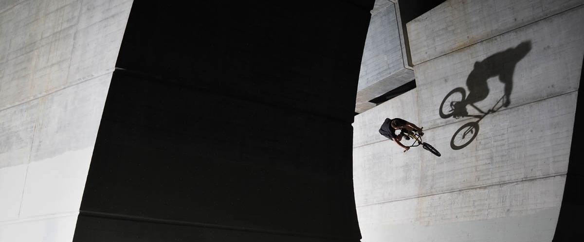 Fotografování BMX se zábleskovým světlem na Trojském mostě