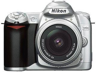Nikon D50 Silver + 18-55 AF-S DX + 55-200 AF-S DX + 1GB SD karta