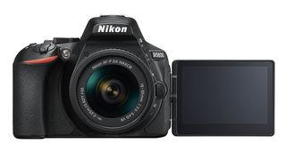 Nikon D5600 tělo + Tamron 16-300 mm f/3,5-6,3 Di II VC PZD Macro