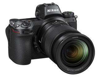 Nikon Z6 + Nikon SB-700 + 8× AA akumulátor s nabíječkou