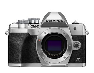 Olympus OM-D E-M10 Mark IV + 14-42 mm EZ stříbrný