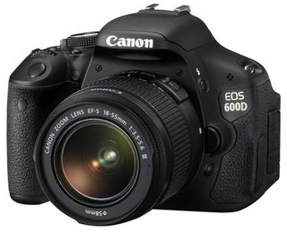 Canon EOS 600D + 18-55 mm DC III