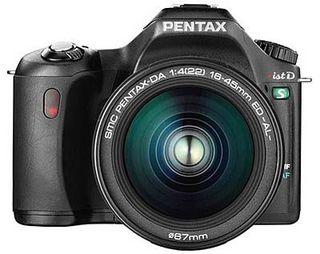 Pentax *ist DS černý + SMC D-FA 18-55mm / F3.5-5.6 AL