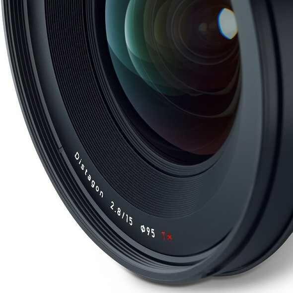 Nové ultimatní objekitvy Carll Zeiss Milvus 135mm f/2 a 15mm f/2.8 skladem!