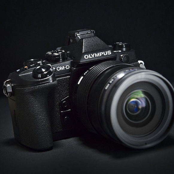 Pořiďte si Olympus E-M1 a objektiv 12-50mm za speciální výprodejovou cenu