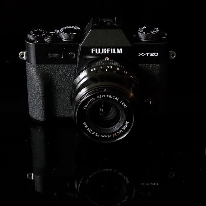 Fuji X-T20 s rychlým autofokusem je už v prodeji