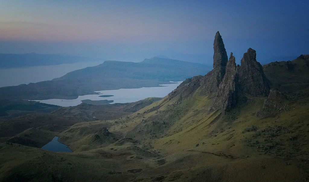 Úsvit nad Old man of Storr