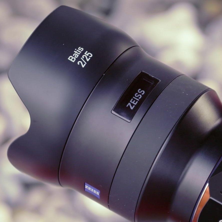 Recenze objektivu Zeiss Batis 25mm f/2,0: konečně autofokus a navíc displej