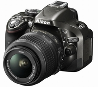 Nikon D5200 + 18-55 mm VR II + Tamron 70-300 mm Macro + 16GB karta + brašna + čistící utěrka!